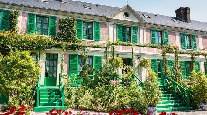 Monet's famous house is decorated in pink and green, which was chosen by the artist