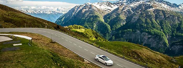Take in the impeccable vistas that surround the Großglockner Hochalpenstraße