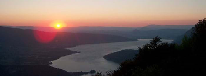 Capture the sun set over Lac D'Annecy