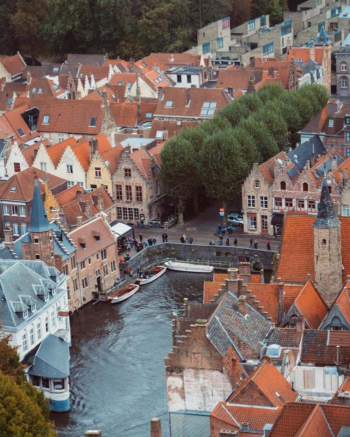 Cobbled streets, canals and chocolate.  How can you not like Bruges?