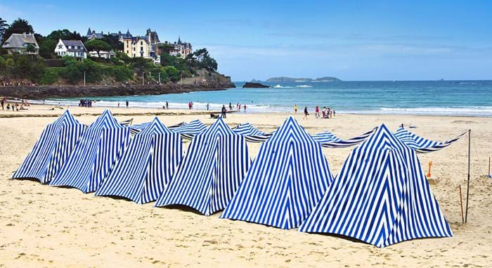 In Dinard you must take the time to get a proper look at the beautiful belle époque houses that make the area so famous