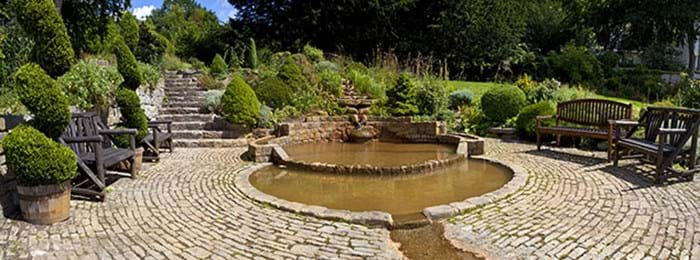 Le jardin de « Chalice Well and Source »