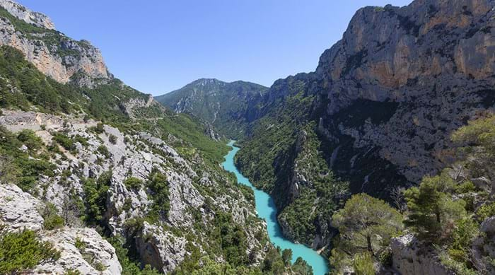 Few places on Earth can boast as beautiful scenery as the Gorges du Verdon
