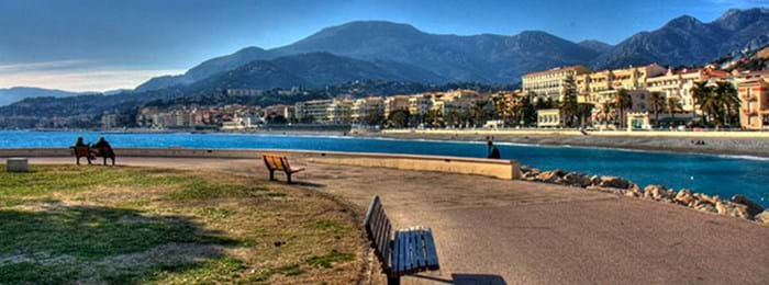 The beach and surrounding hills of Menton are ideal for dog walking.