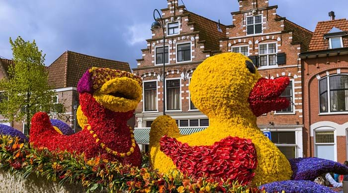 The annual Flower Parade ((Bloemencorso) travels a 42km route from Noordwijk to Haarlem.