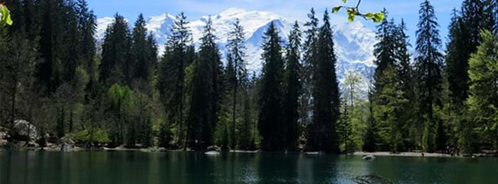 Lac Vert is overlooked by two mountain ranges, and is incredible all-year-round.