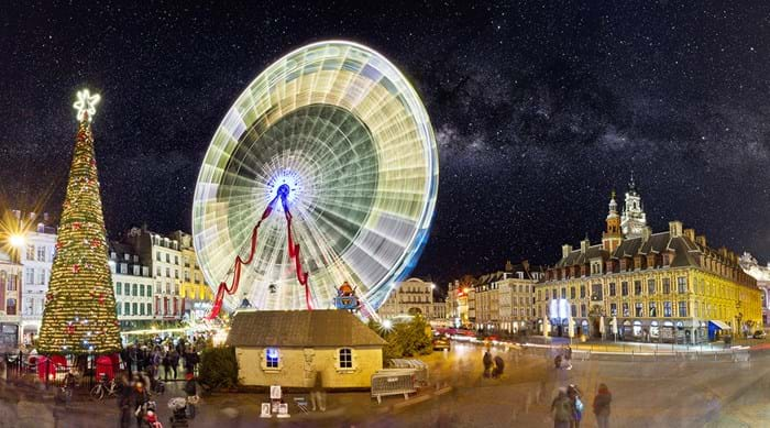 Take a ride on the 'grande roue' for a bird's eye view over the square.